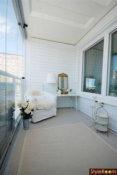 Det ER altså lettere at holde en lukket altan hvid og ren...!