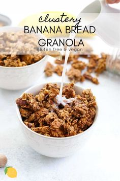 This banana bread granola is clustery, gluten free, and tastes just like banana bread! It's a gluten free, vegan, and easy granola recipe that is perfect for breakfast or a healthy snacl! Banana Granola, Vegan Granola, Gluten Free Granola, Gluten Free Cereal, Granola Bars, Vegan Breakfast Recipes, Vegan Snacks, Snack Recipes, Vegan Recipes