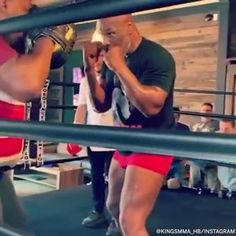 Boxing Workout Routine, Boxing Training Workout, Boxer Workout, Push Workout, Kickboxing Workout, Boxing Techniques, Jiu Jitsu Techniques, Martial Arts Techniques, Mike Tyson Training