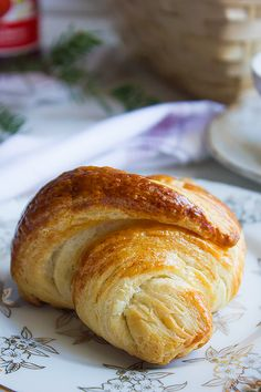 French Croissant Easy to make and incredibly delicious. No more overnight proofing. Get the recipe here: http://www.munatycooking.com/2017/02/french-croissant.html