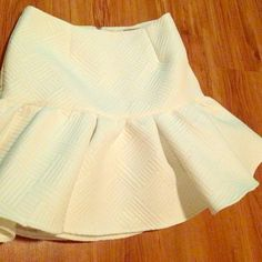 ASOS flair white skirt Cute ASOS skirt with a mini mermaid fit that flares out. Zipper in the back. ASOS Skirts Mini