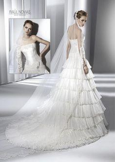 Raul Novias 2013 Bridal Collection via fashionbride.wordpress.com