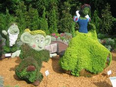 Snow White and Dopey topiaries at Epcot International Flower & Garden Festival 2010
