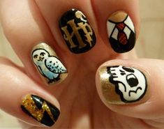 Harry Potter nails... I especially love the lightning bolt and uniform