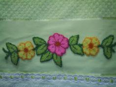 flores bordadas em ponto russo