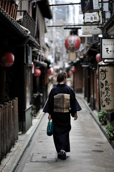 Kyoto, Japan この色合い!モノクロームじゃないのに風合いがある