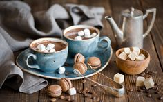 Enjoy the sweet taste of a Mounds Bar in a cocktail. This delicious spiked hot cocoa drink is easy and offers the yummy taste of coconut and chocolate. Chocolates, Mounds Bar, Cocoa Drink, Hot Chocolate Recipes, Chocolate Mugs, Chocolate Pasta, Cocoa Recipes, Chocolate Marshmallows, Macarons Chocolate