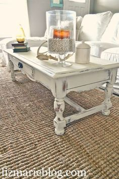 Shabby Little Coffee Table - ASCP Old White, distressed and Clear Waxed. Refurbished Furniture, Paint Furniture, Shabby Chic Furniture, Shabby Chic Decor, Furniture Projects, Furniture Makeover, Coffee Table Shabby Chic, Furniture Design, Tables Patinées