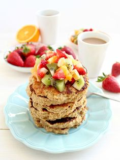 Aren't pancakes on a random weekday morning the best thing ever? You might not think that pancakes are the Protein Brownies, Protein Bread, Protein Pancakes, Detox Breakfast, Breakfast Pancakes, Breakfast Recipes, Super Healthy Recipes, Healthy Snacks, Healthy Options