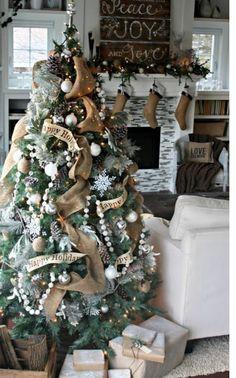 Burlap christmas makes me Merry!!