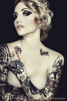 Love the arrow collar bone tattoo