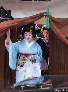 Japaninfo added 25 new photos to the album: Gei-maiko มาเคารพครูผู้ประสาสน์วิชารำ@Inoue Yachiyo-taku.