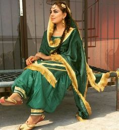 Patiala Suit Designs, Kurta Designs Women, Kurti Designs Party Wear, Designer Punjabi Suits, Indian Designer Wear, Indian Suits, Indian Wear, Punjabi Dress Design, Punjabi Fashion