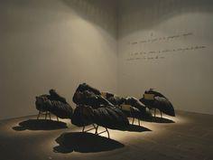 """Teresa Matas, Flors, instalación integrada en la restrospectiva """"Abriendo cerrando, cerrando abriendo"""", Casal Solleric, 2007."""