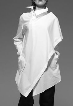 Discover the latest women's shirts - playful, carefree and sunny, designed and created to give a wider, brighter smile to whoever wears one. Classic White Shirt, Moda Chic, Personalized T Shirts, Casual Elegance, Mode Style, White Fashion, Shirt Blouses, Shirt Style, Shirt Designs