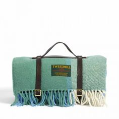 • Pure new wool picnic blanket• Cream, blue and green woven check and fringed ends• Leather carry handle and straps with buckle fastenings• Waterproof backing• Made in England by Tweedmill Please note this item is for pre-order only