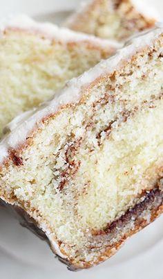 Cinnamon Roll Pound Cake with Greek Yogurt Köstliche Desserts, Delicious Desserts, Dessert Recipes, Yummy Food, Muffins, Pound Cake Recipes, Pound Cakes, Brownie, How Sweet Eats