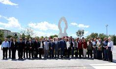 Görevleri başındayken şehit olan diplomatlar Karşıyaka'da kendileri için yaptırılan anıtın başında anıldı.