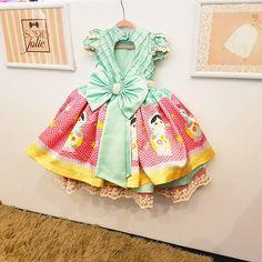 Matrioska com saia removível do tema para uma bonequinha encantar e brilhar na sua festinha!