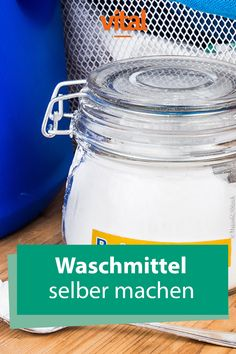 Waschmittel selber machen Make cleaning products yourself? Yes, that works – and pretty easy. With the help of a few ingredients and a little time you save a lot of money and the annoying way to the supermarket. Cleaning Agent, Cleaning Hacks, Natural Disinfectant, Diy Shampoo, How To Clean Makeup Brushes, No Waste, Beauty Tutorials, Do It Yourself Projects, Natural Make Up