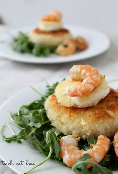 teach. eat. love.: Risotto Cakes with Goat Cheese, Shrimp, and Arugula - this sounds yummy.