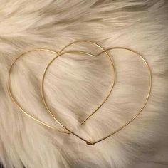 Boho Jewelry Gold or Silver Heart Hoop Earrings-Heart Shaped Earrings-Heart Shaped Hoops-Heart Earrings-Minimalis - Dainty Jewelry, Cute Jewelry, Body Jewelry, Jewelry Accessories, Jewelry Design, Silver Jewelry, Jewelry Logo, Resin Jewelry, Bohemian Jewelry