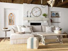 traditional farmhouse living room neutral color scheme French Farmhouse Decor, Farmhouse Interior, French Country Decorating, Farmhouse Design, Rustic Design, Oversized Floor Mirror, Decor Styles, Classic Living Room, New Kitchen