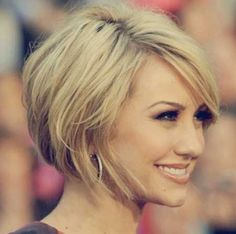 This awesome hairstyle is so lovely and charming. The lovely blonde hair—when complemented with a bob cut—is truly lovely and attractive. Moreover, the overall effect of this awesome hairstyle is quite gorgeous and appealing. Likewise, the mesmerizing look is punctuated by the lovely layered hair which creates more texture and volume. You will definitely love to sport this awesome hairstyle.: