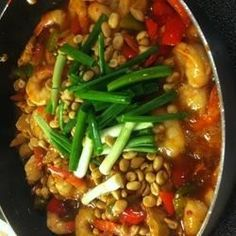Chicken and shrimp are cooked with spicy chiles and bell peppers in this Chinese restaurant favorite.