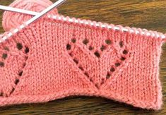 No pattern, but seems to be worked over 13 stitches Knit Or Crochet, Lace Knitting, Knitting Stitches, Knitting Patterns, Crochet Bikini, Knitted Heart Pattern, Crotchet Patterns, Knitting Videos, Knitting Projects