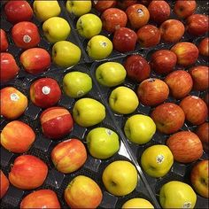This Single Serve Produce Mated Tray Concept is a wonderful way to display apples and more one-up. Frozen Cocktails, Trays, Make It Simple, Retail, Concept, Fruit, Food, Essen, Meals