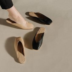 Slipper options from Helmut Lang #squaretoe #flats #slides #thedreslyn