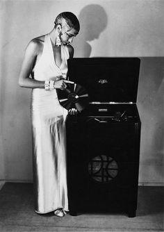 ♥ Almendra: vintagegal:   Josephine Baker c. 1929