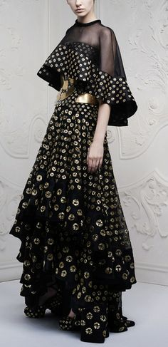 Alexander McQueen Resort 2013 - tie dyed black layed mazi skirt with gold belt and sheer cape