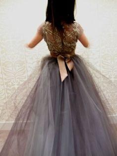 .kjole med skjørt av tyll