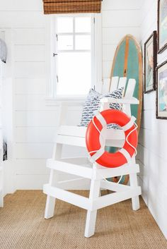Surfboard-Deko-Ideen – creative and original DIY home accessories - Decoration 2020 Beach Cottage Style, Beach Cottage Decor, Coastal Cottage, Coastal Decor, Coastal Style, Beach Room Decor, Coastal Bedrooms, Coastal Living Rooms, Surfboard
