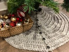 Farmhouse Christmas Tree Skirt, Super Chunky Nice thick Christmas tree skirt, cozy and farmhouse festive Farmhouse Christmas Tree Skirts, Christmas Tree Skirts Patterns, Christmas Stocking Pattern, Crochet Christmas Trees, Knitted Christmas Stockings, Holiday Crochet, Christmas Tree Themes, Christmas Knitting, Crochet Ornaments