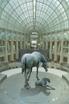 La grande Doralice bronze sculpture