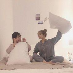 Crazy Friends, Cute Friends, Best Friend Pictures, Friend Photos, Ulzzang Couple, Ulzzang Girl, Korean Best Friends, Photoshoot Themes, Korean Couple