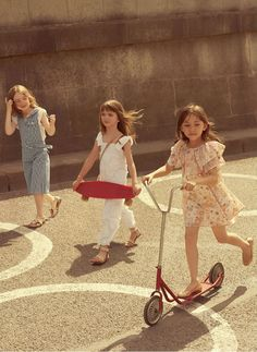 Love this Chloe Girls Spring Summer 2018 Look Book Photo. Gorgeous Mini Me Collection Inspired by the Chloe Women's Collection. Pretty Dresses for Special Occasions and Everyday. Chloe Kids, Zara Kids, Niece And Nephew, Inspiration For Kids, Celebrity Babies, Child Models, Beautiful Children, Kids Wear, Big Kids