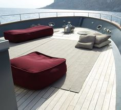 Float is an outdoor platform by Francesco Rota for Paola Lenti. #PaolaLenti #Outdoor #MadeInItaly