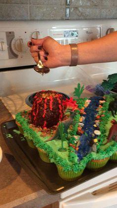 By Trisha Mullins - TM - Dinosaur cupcake cake! By Trisha Mullins - Dinasour Birthday Cake, 3rd Birthday Cakes, Dinosaur Birthday Party, Dinasour Cake, Birthday Ideas, Dinosaur Cupcake Cake, Dino Cake, Cupcake Cakes, Dinosaur Cake Easy