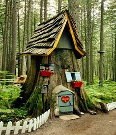 """Original pinner said, """"Cute idea if you have a tree stump in your garden area.wanted to do this with my old tree stump.but it is gone, 😄 Another tree May have to be sacrificed! Fairy Houses, Play Houses, Hobbit Houses, Dog Houses, Yard Art, Deco Nature, Gnome House, Gnome Tree Stump House, House Yard"""