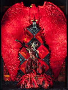 idea of how to match the set/background with a costume.Alexander McQueen Window display at Bergdorf Goodman. Cl Fashion, Look Fashion, Fashion Design, Unique Fashion, Fashion Bella, Crazy Fashion, Fashion Menswear, Runway Fashion, Fashion Women