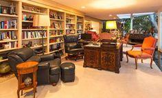 Très belle bibliothèque de l'ex villa d'Elvis Presley à Beverly Hills, Los Angeles, actuellement disponible à la location.