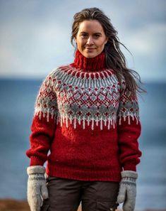 Garnpakke Føyka genser Rød fra boken Villmarksgensere av Linka Neumann - WOOLIT Mens Knit Sweater, Hand Knitted Sweaters, Cute Sweaters, Vintage Sweaters, Wool Sweaters, Jumper Knitting Pattern, Fair Isle Knitting Patterns, Knitting Paterns, Knitting Designs