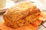 Cheese n Onion Bread - SMALL Loaf- Add a little zest to your dinner table with this mouth-watering bread. Savoury, tender and light textured, your family and friends will love tearing pieces right from the loaf. Bread Maker Recipes, Loaf Recipes, Cooking Recipes, Savoury Baking, Bread Baking, Robot Boulanger, Cereal Bread, Onion Bread, Tomato Bread