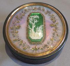 Antique French tortoiseshell, gold and ivory snuff box. - Gavin Douglas Antiques