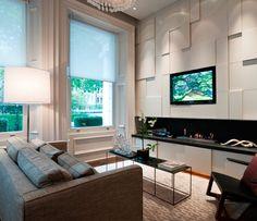 home teather com janelas(usar o nosso sofá de 3,20m retrátil e a poltrona Charles Eames preta)