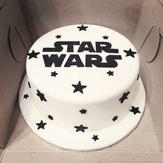 Star Wars Cake #starwars #starwarscake #maytheforcebewithyou #birthday #baking #homemade #cake #dessert #decoration #icing #frosting #sugar #fondant #food #montreal #finessecatering #finesse #catering #creativefood #foodporn #foodpost #wiltoncakes #kitchenaid #vscofood #cakestagram #instafood #foodphotography #cakeoftheday #buzzfeedfood